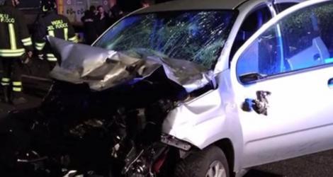 Cursă cu sfârşit tragic pe o şosea din Italia. Patru români au murit, iar o femeie a fost grav rănită într-un accident rutier produs într-un localitate de lângă Napoli