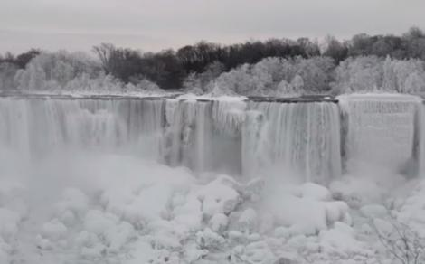 Imagini spectaculoase la -40 de grade! Cascada Niagara a îngheţat, iar priveliştea este uluitoare