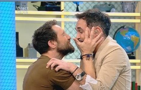 """Răzvan și Dani exersează tehnica sărutului!: """"Ia-mă! Până nu-mi dai pup, eu nu mă las!"""""""