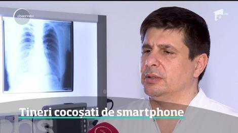 Smartphone-ul poate deforma coloana. În ce poziție nu trebuie să ținem telefonul niciodată