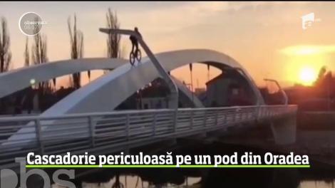 O cascadorie periculoasă l-a avut drept protagonist pe un biciclist în Oradea.  Acesta s-a urcat pe două roţi pe arcadele Podului Centenarului, iar escapada sa a fost filmată
