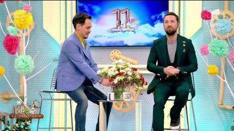 """Martie este aici, iar Răzvan a împărțit """"un camion de flori""""! Dani: """"Nu s-a putut abține! Vestitorul primăverii e ghiocelul și...Răzvanul"""""""