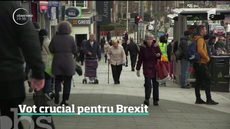Zi decisivă pentru Brexit. Parlamentul britanic votează în această seară acordul