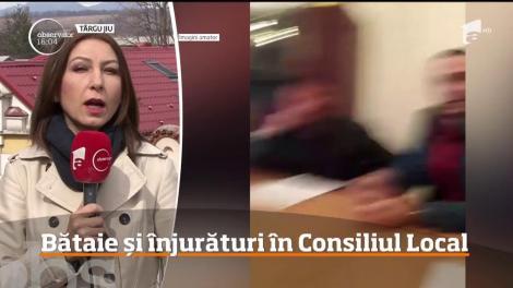 Bătaie la primărie! Un fost primar a fost pocnit în față, în timpul ședinței – Video