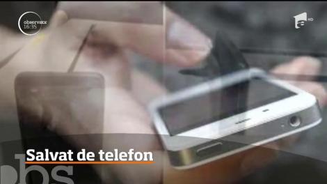 Un telefon mobil i-a salvat viaţa unui australian! A scăpat cu o mică zgârietură pe față - Video