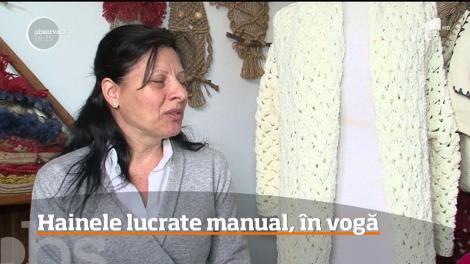 Hainele lucrate manual, în vogă. Cum și-a transformat pasiunea în afacere o femeie din Târgu Mureş
