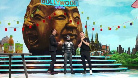 Venom, celebrul personaj Marvel, este hipnotizat de către magicianul Lorenzo. Cosmin Seleși: Aveți grijă la cap!