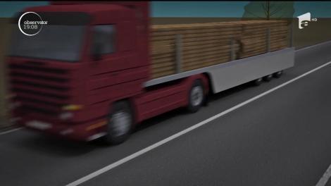 Drumul Naţional 1, blocat de un carambol cu opt mașini. Un şofer a depăşit în curbă un TIR plin cu lemne şi a pierdut controlul volanului