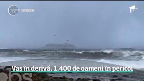 Vas în derivă, 1.400 de oameni în pericol, pe o furtună violentă. Operaţiune de salvare a fost dramatică