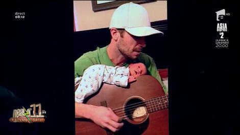 Smiley News. Videoclipul ce topește inima Internetului! Un bebeluș adoarme pe chitara tatălui, în timp ce bărbatul îi cântă