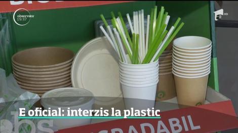 În cel mult doi ani, tacâmurile şi paharele din plastic vor fi interzise