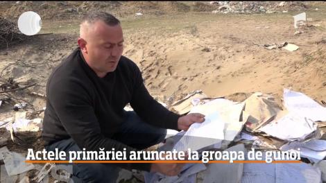 Mii de documente oficiale au ajuns la groapa de gunoi într-o comună din Mehedinţi