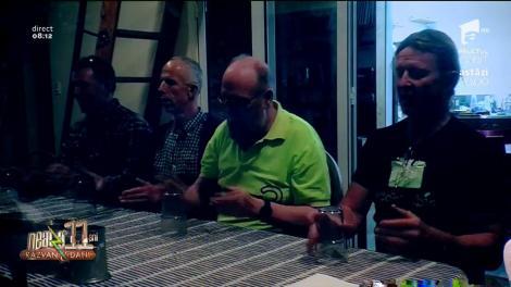 Nu poți să ratezi așa ceva! Corul bărbaților plecați la băut! S-au întâlnit la un bar și au cântat cu pahare - Video