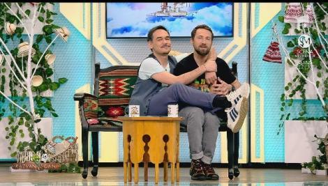 """Răzvan s-a așezat în brațele lui Dani, după ce colegul lui i-a spus horoscopul în versuri: """"Vărsător, săgetător, nu mai fi risipitor..."""""""