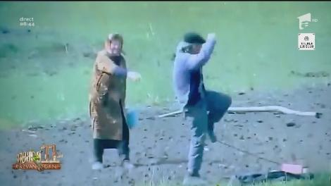 """""""Asta înseamnă să ai tinerețea în tine"""". Un moș dansează pe câmp, iar baba îl bate. Atenție, se râde cu lacrimi! - Video"""
