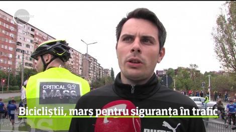 """""""Şi noi suntem participanţi la trafic"""". Acesta este mesajul pe care au vrut să-l transmită aproape o mie de biciclişti din Oradea printr-un mod inedit"""