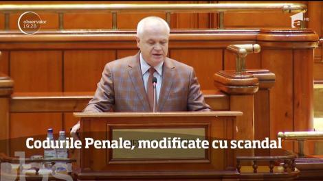 Parlamentul a modificat Codurile Penale într-o şedinţă care s-a lăsat cu scandal