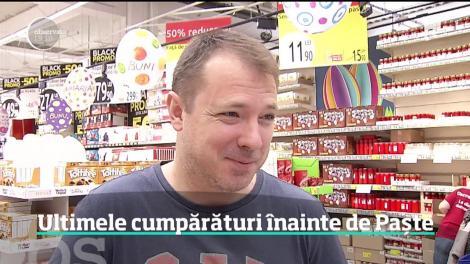 Românii care au rămas acasă de sărbători şi-au petrecut ziua la cumpărături