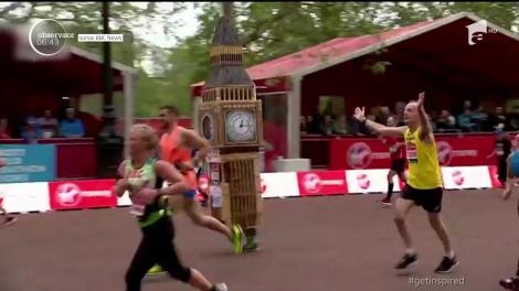 Un bărbat care a alergat cu brio toţi cei 42 de km ai competiţiei, îmbrăcat într-un costum reprezentând ceasul Big Ben, a întâmpinat cele mai mari dificultăţi tocmai la final