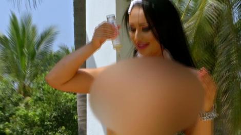 """Momente incendiare la Insula Iubirii, în episodul al doilea! O ispită și-a dat jos sutienul, în fața unui concurent: """"Am păcătuit!"""""""
