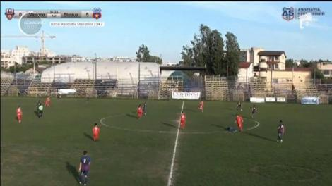 Bătaie pe terenul de fotbal. Un fotbalist de la CSA Steaua a fost lovit brutal de un adversar de la echipa Victoria