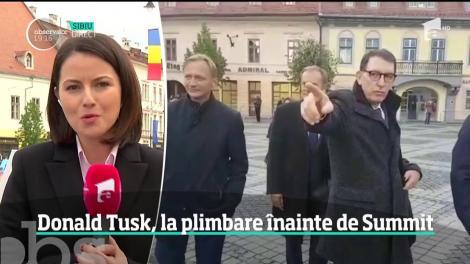 Donald Tusk, la plimbare prin Piaţa Mare din Sibiu