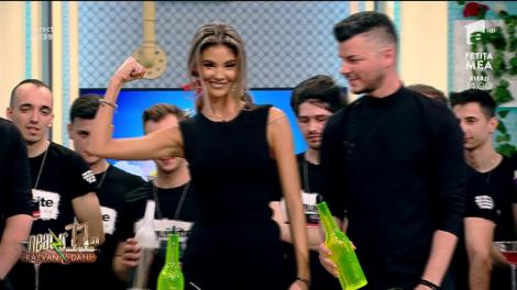 Moment unic la Neatza cu Răzvan și Dani! Valentin Luca, reprezentație spectaculoasă cu pahare și sticle în direct, la TV
