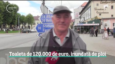 O toaletă publică construită cu 120.000 de euro s-a indundat la prima ploaie torenţială