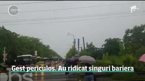 Ploaia a provocat haos în Capitală!  Bariera de pe şoseaua Petricani s-a blocat, iar şoferii au ridicat-o cu mâna să poată trece
