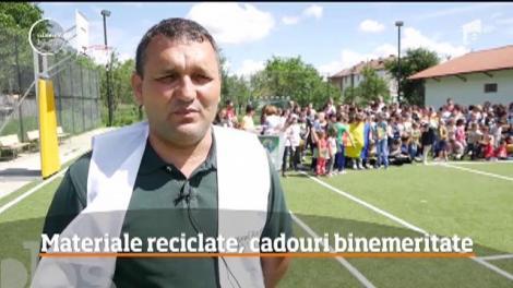 După faptă şi răsplată. Elevii unei școli din Argeș au reciclat sticle, pungi, plastice și cărţi