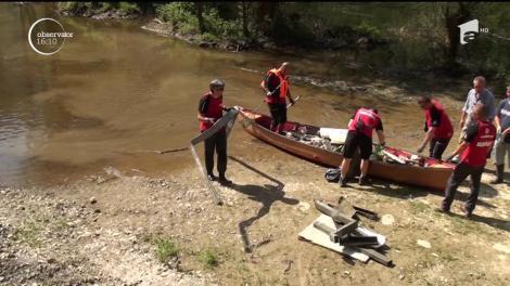 Apele râului Arieş, curățate de elevi