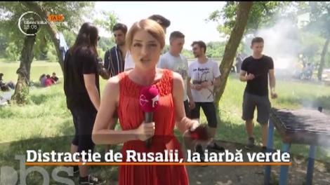 Distracție de Rusalii, la iarbă verde