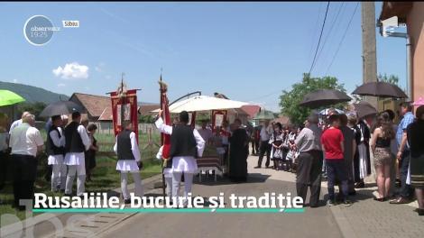 Rusaliile, bucurie și tradiție. Cine nu a sărbătorit la sat s-a bucurat la oraş de preparate tradiţionale
