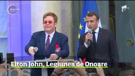 Elton John a fost decorat de Emmanuel Macron la Paris. Artistul britanic a primit Legiunea de Onoare pentru lupta purtată la nivel global împotriva SIDA