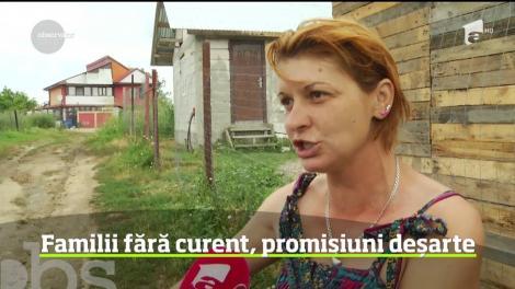 Mii de oameni trăiesc fără lumină, în noroaie,la doar câțiva kilometri de București. Singurul lor păcat este că nu au bani pentru a-și cumpăra doi stâlpi de electricitate