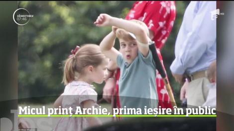 Archie, fiul prinţului Harry şi al soţiei sale Meghan, a ieşit pentru prima dată în public