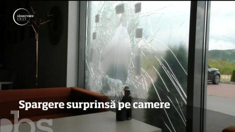 Un individ care a încercat să fure dintr-o cafenea din Ghimbav este căutat de poliţişti