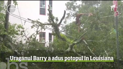 Uraganul Barry a adus potopul în statul american Louisiana. Zeci de mii de oameni au râmas fără curent electric
