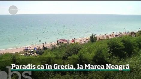 Nisip fin și apă turcoaz. Nu, nu sunt imagini din Grecia, ci din România! Comoara din Tuzla, pe care turiștii încă nu au distrus-o