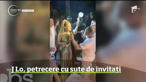 Jennifer Lopez şi-a sărbătorit aniversarea de 50 de ani aşa cum era de aşteptat: printr-o petrecere veselă şi plină de energie