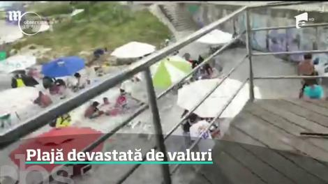 Plajă din Rio de Janeiro, devastată de valuri