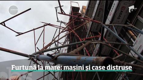 Scene apocaliptice pe litoralul românesc! Zeci de mașini, chioșcuri și tarabe, distruse în timpul unei furtuni violente! Vântul a suflat cu peste 100 km/h
