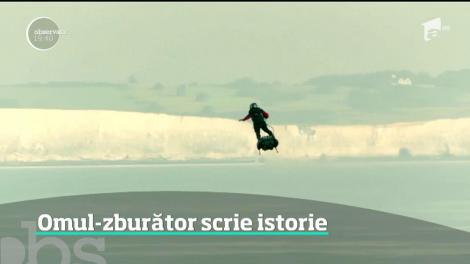 Un francez a traversat în zbor Canalul Mânecii, propulsat de un flyboard