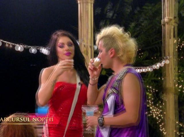 Scene șocante pe Insula Iubirii! Bogdan și Costas s-au sărutat și s-au atins în zone intime