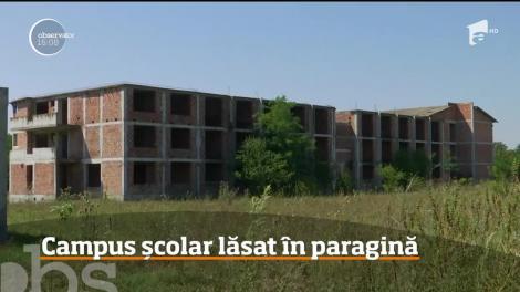Un campus şcolar din Jimbolia, în care urma să înveţe peste 800 de elevi, este încă un uriaş şantier
