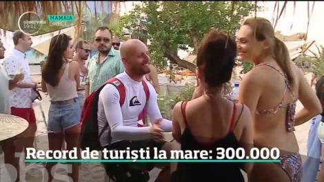 Record de turişti pe litoralul românesc: 300 de mii de oameni au luat marea cu asalt