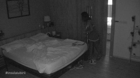 Insula Iubirii. Denisa l-a invitat pe Andi în camera ei! Ispita a renunțat la tricou imediat cum a intrat în cameră