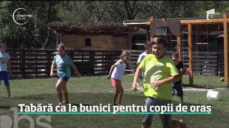 O româncă întoarsă din Belgia şi-a transformat casa părintească într-un loc de joacă pentru copiii de la oraş