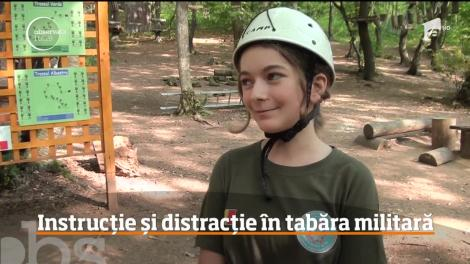 Au dat telefoanele mobile pe cățărări, tiroliene și trageri cu arme! Cum se distrează zeci de copii în prima tabără militară