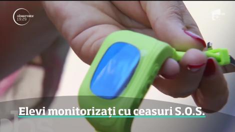Copiii care învaţă în cele mai periculoase cartiere din Bucureşti primesc ceasuri cu buton de panică